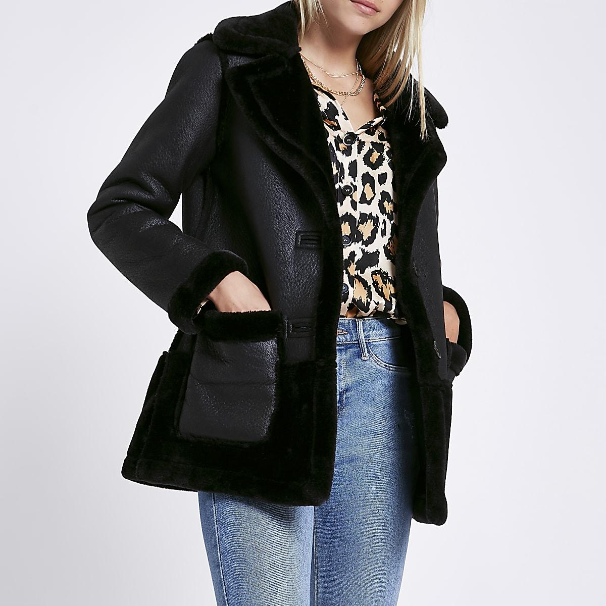 Zwarte omkeerbare jas van suèdine met imitatieschapevacht