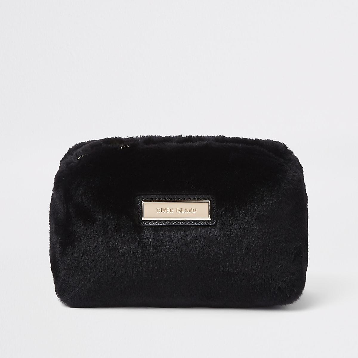 Schwarze Kosmetiktasche