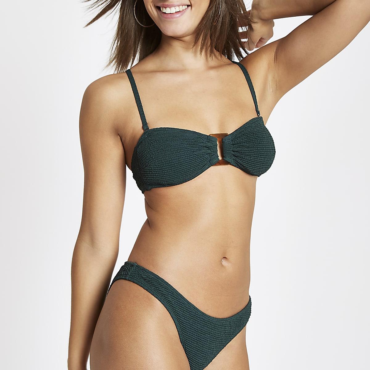 Groene gesmokte bandeau-bikinitop met ring