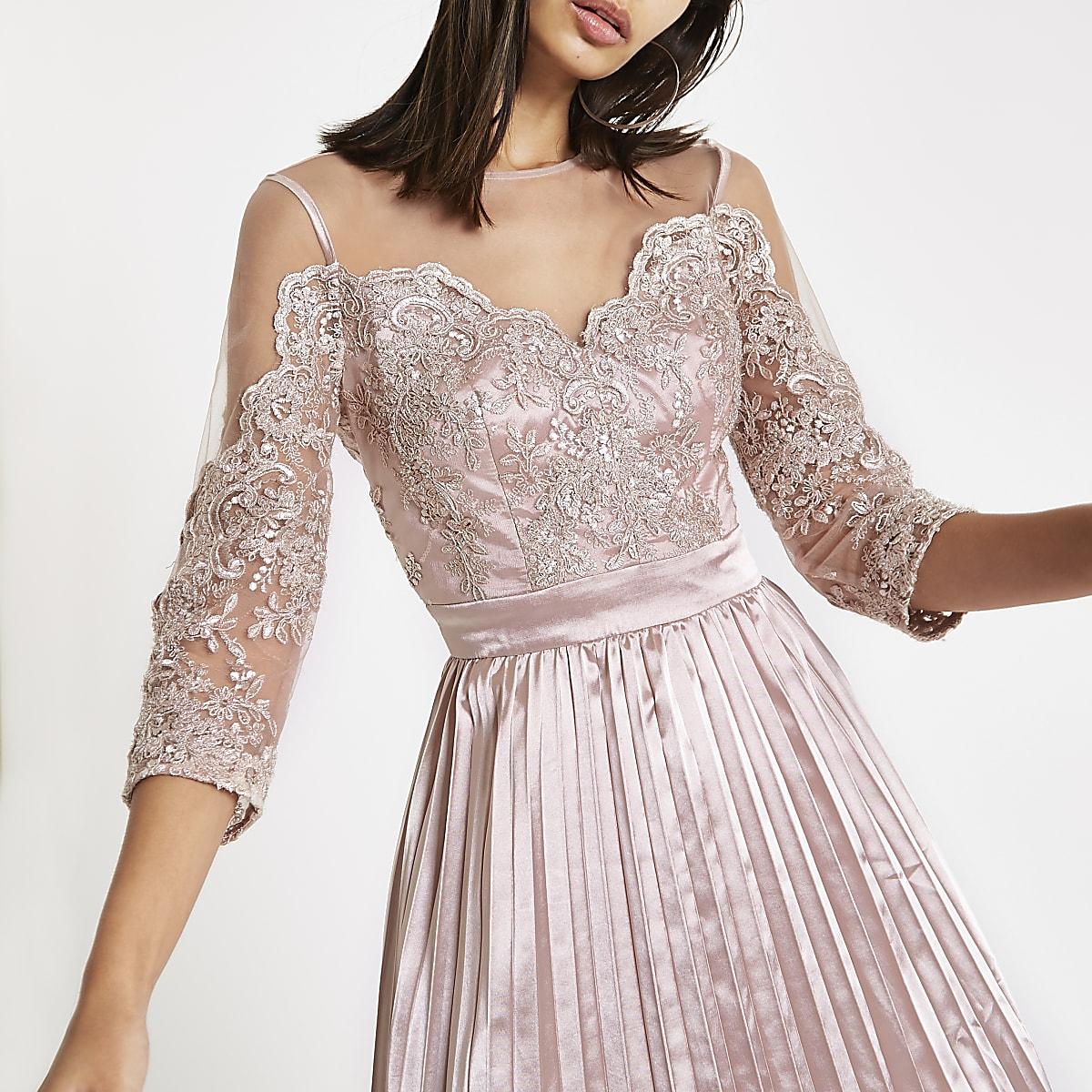 4bf279c03e8aa4 Chi Chi London - Roze kanten mesh wijduitlopende jurk - Skaterjurken ...
