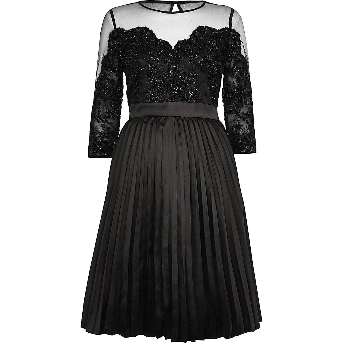 99d4745cc727f7 Chi Chi London - Zwarte kanten mesh wijduitlopende jurk ...
