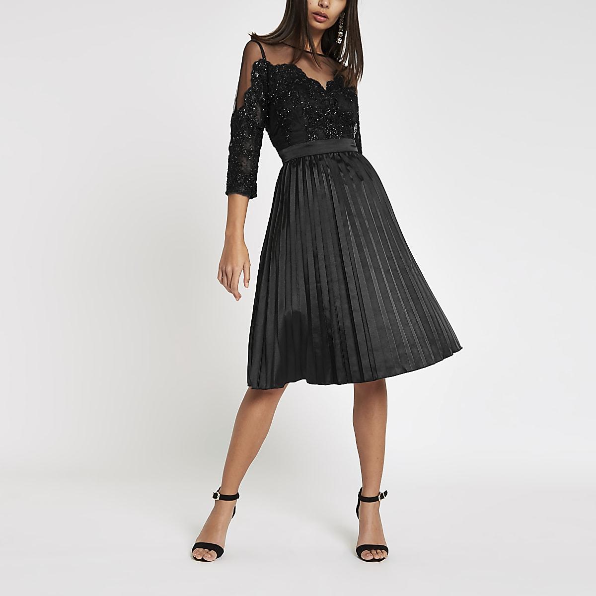 12b02c9ee33ecb ... Chi Chi London - Zwarte kanten mesh wijduitlopende jurk ...