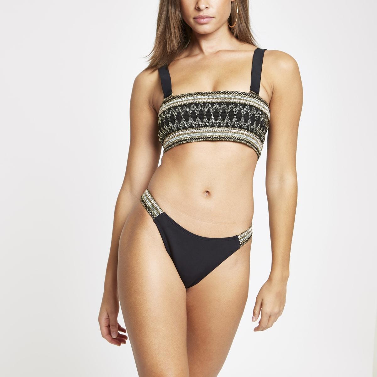 Hooguitgesneden metallic zwart bikinibroekje