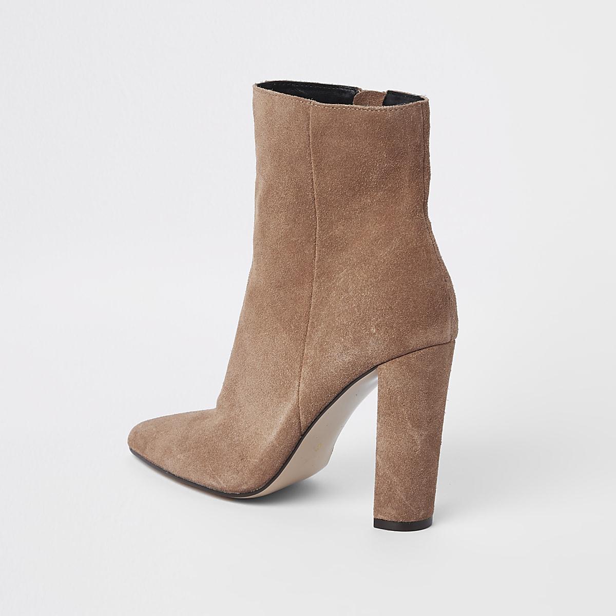 7a34aae6a6944d Hellbraune Wildlederstiefel mit Blockabsatz - Stiefel - Schuhe ...