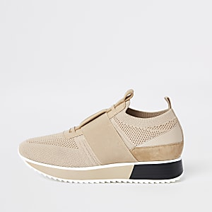 Beige knitted elastic runner shoes