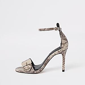 Beige minimalistische sandalen met slangenprint en gesp