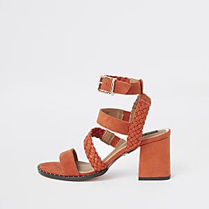 Sandales imitation daim orange tressées à clous