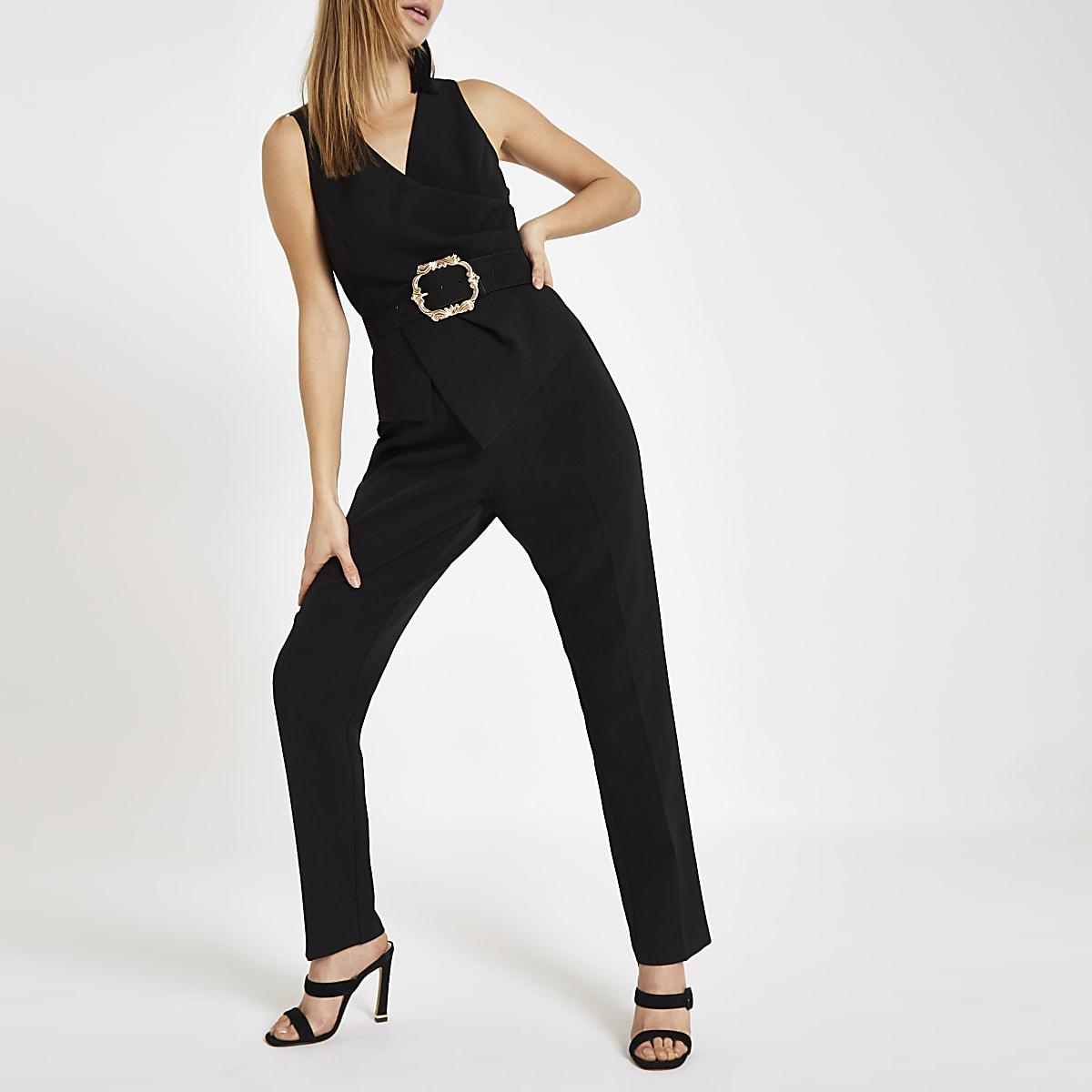 Zwarte jumpsuit met overslag voor en smaltoelopende pijpen
