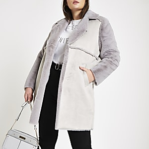 Plus – Manteau long en daim gris à bordure en fausse fourrure