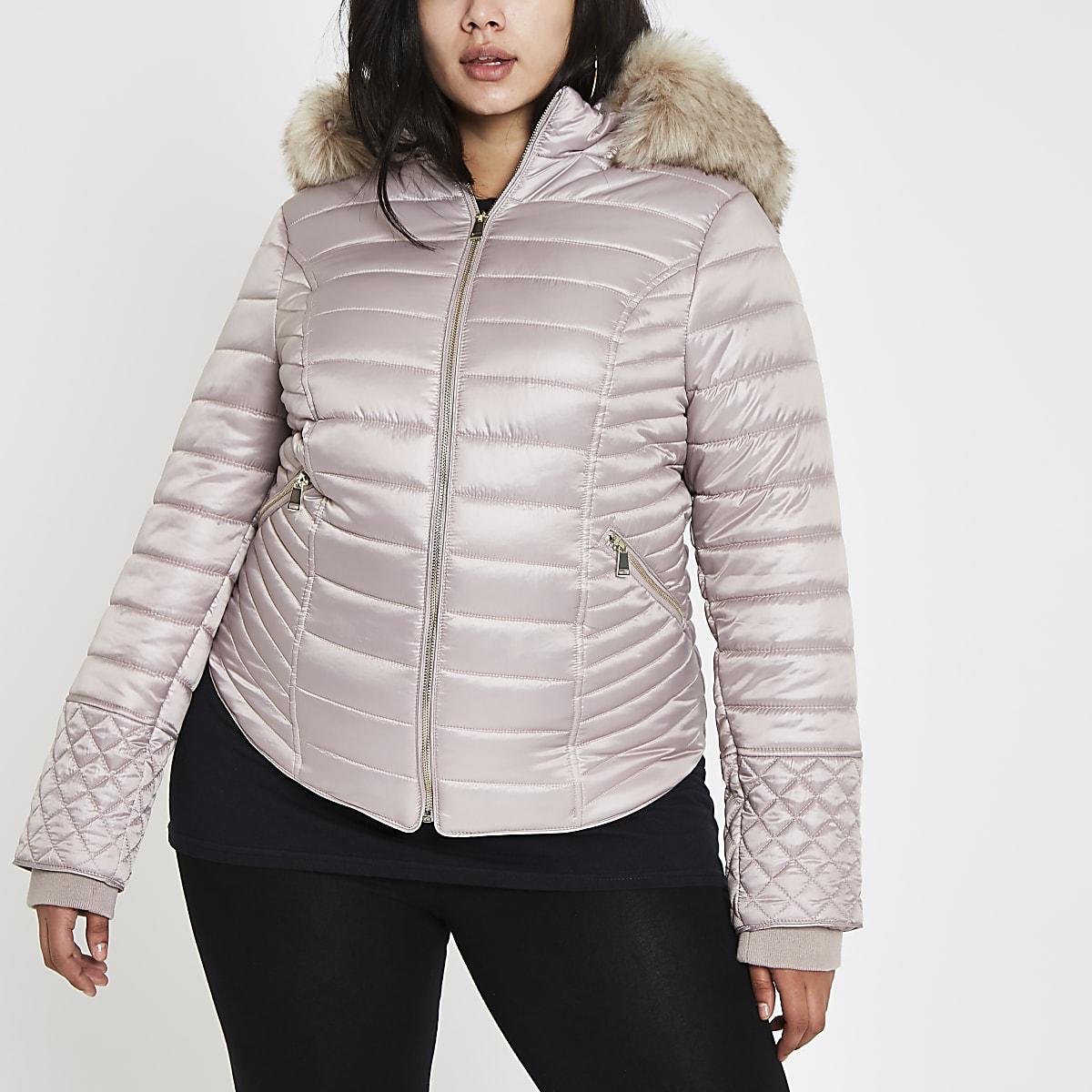 RI Plus - Crèmekleurige hoogglanzende gewatteerde jas van imitatiebont