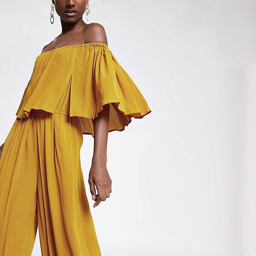 Gele jumpsuit in bardotstijl met wijde pijpen