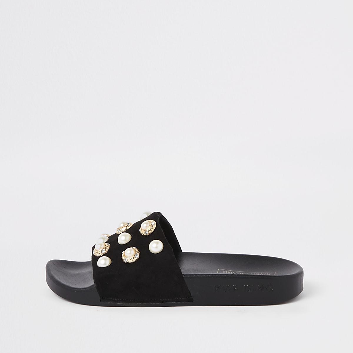 Claquettes noires ornées de perles