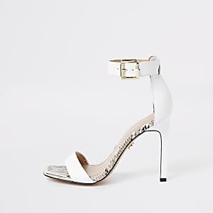 Witte minimalistische sandalen met vierkante neus en krokodillenprint