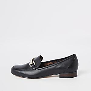 Zwarte leren loafers met gespdetail en brede pasvorm