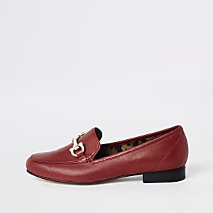 Rode leren loafers met gespdetail en brede pasvorm