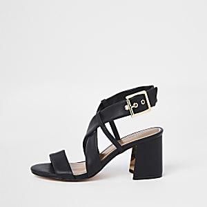 Sandales larges noires à brides et talons carrés