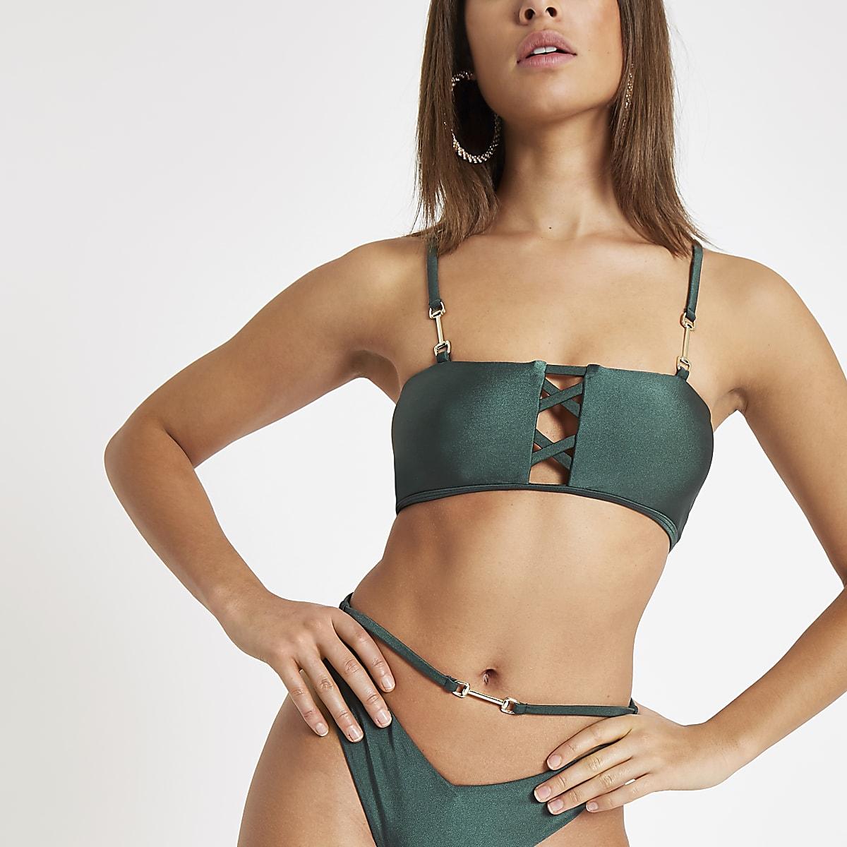 Groene bikinitop met vetersluiting aan de voorkant
