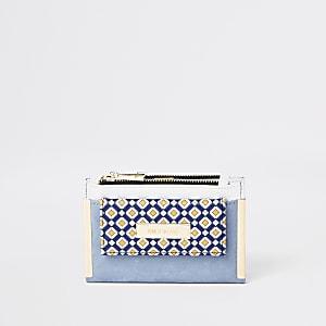 Lichtblauwe mini-portemonnee met flap en geoprint