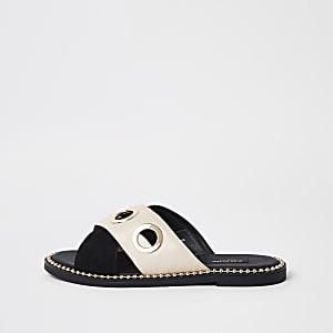 Zwarte muiltjes met brede pasvorm, gekruiste bandjes en oogjes