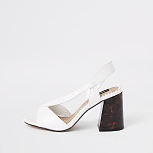 Sandales larges blanches à talon carré et brides croisées