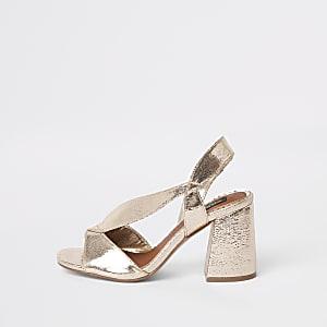 Sandales dorées à talon carré et brides croisées coupe large