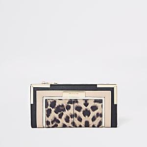 Porte-monnaie imprimé léopard beige à découpe et rabat