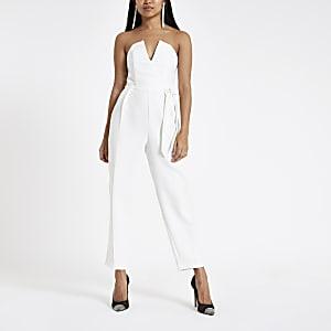 df051e0907 RI Petite - Witte jumpsuit in bardotstijl met strik en smaltoelopende pijpen