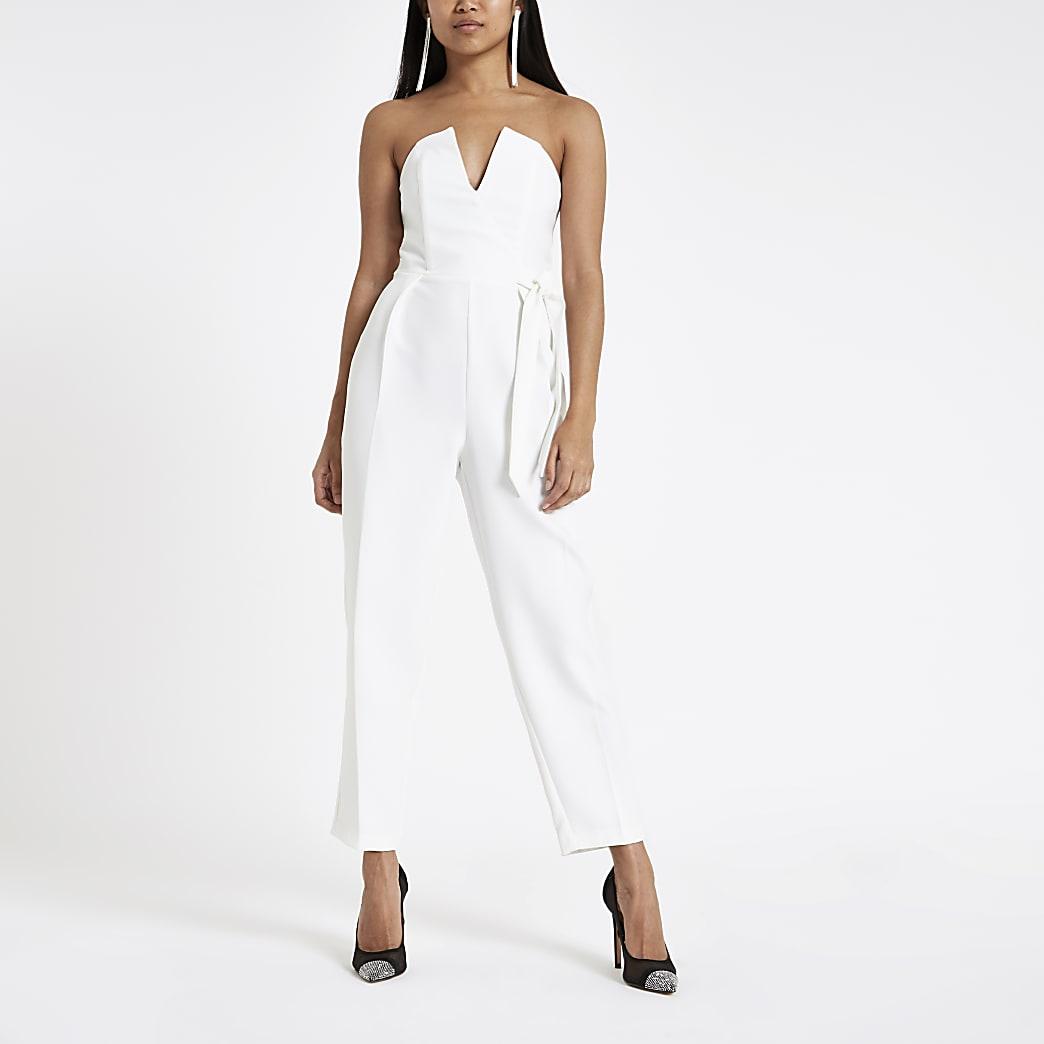 RI Petite - Witte jumpsuit in bardotstijl met strik en smaltoelopende pijpen