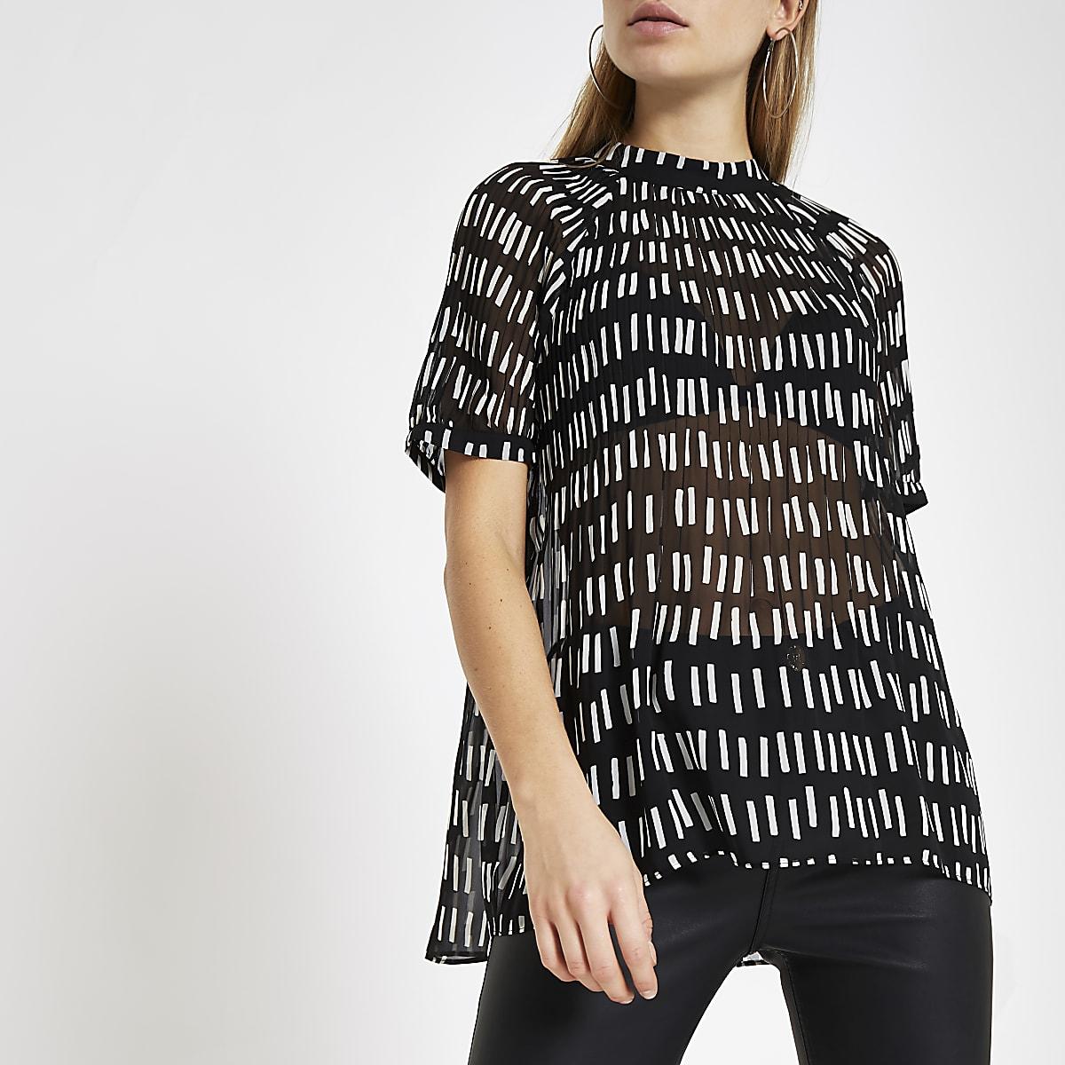 Black print plisse geo print top