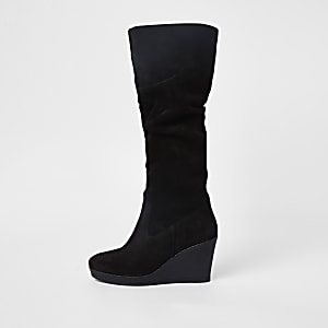 Zwarte suède kniehoge laarzen met sleehak