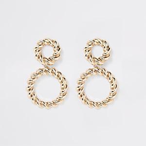 Pendants d'oreilles dorés avec anneaux torsadés