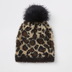 Beige beanie met luipaardprint en pompon