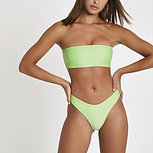 Grüne, gerippte Bikinihose mit hohem Beinausschnitt