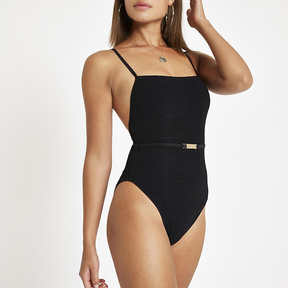Zwart zwempak met textuur en ceintuur