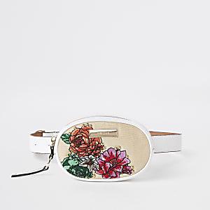 Wit heuptasje met geborduurde bloem, cirkel en riem