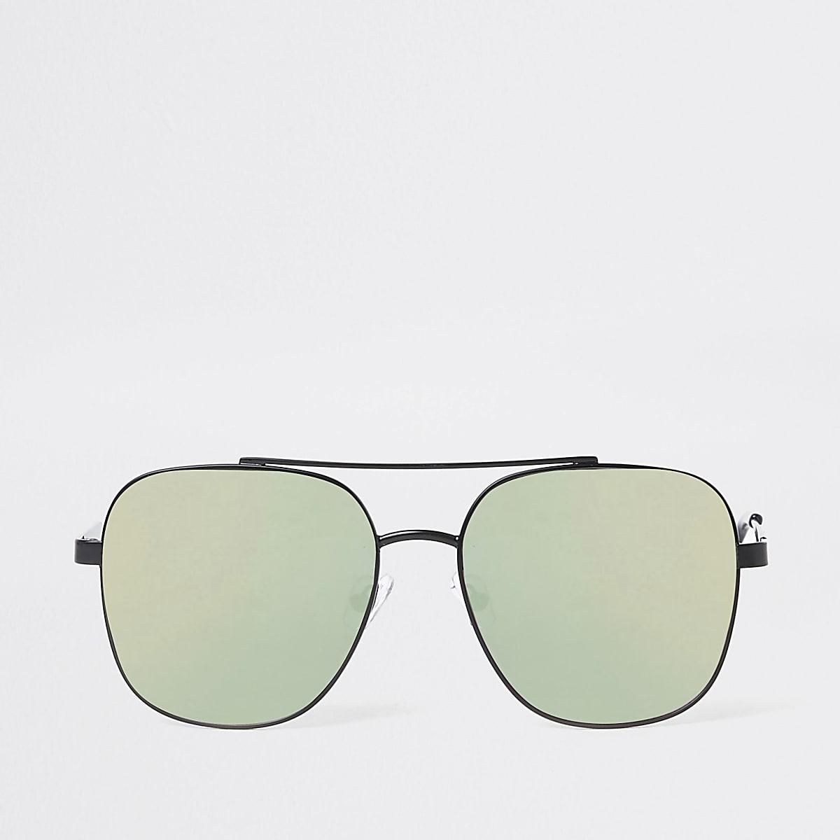 Black mirror lens aviator sunglasses