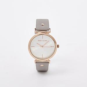 Grijs horloge met roségoudkleurige wijzerplaat en RI-logo