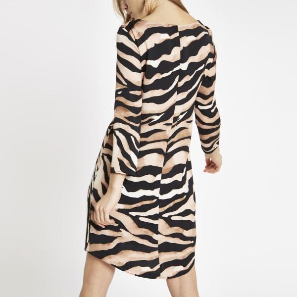 River Island - robe évasée à imprimé zèbre marron nouée - 4