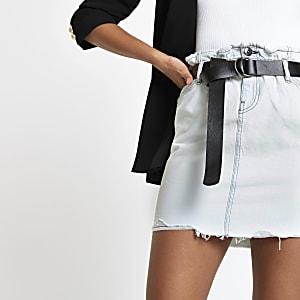 Hellblauer Mini-Jeansrock mit Gürtel