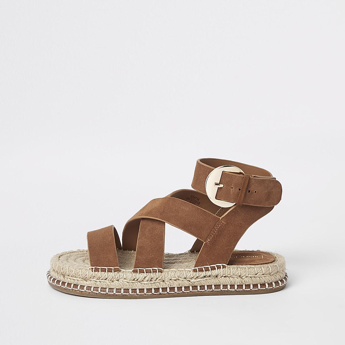 Sandales en daim marron à semelle espadrille
