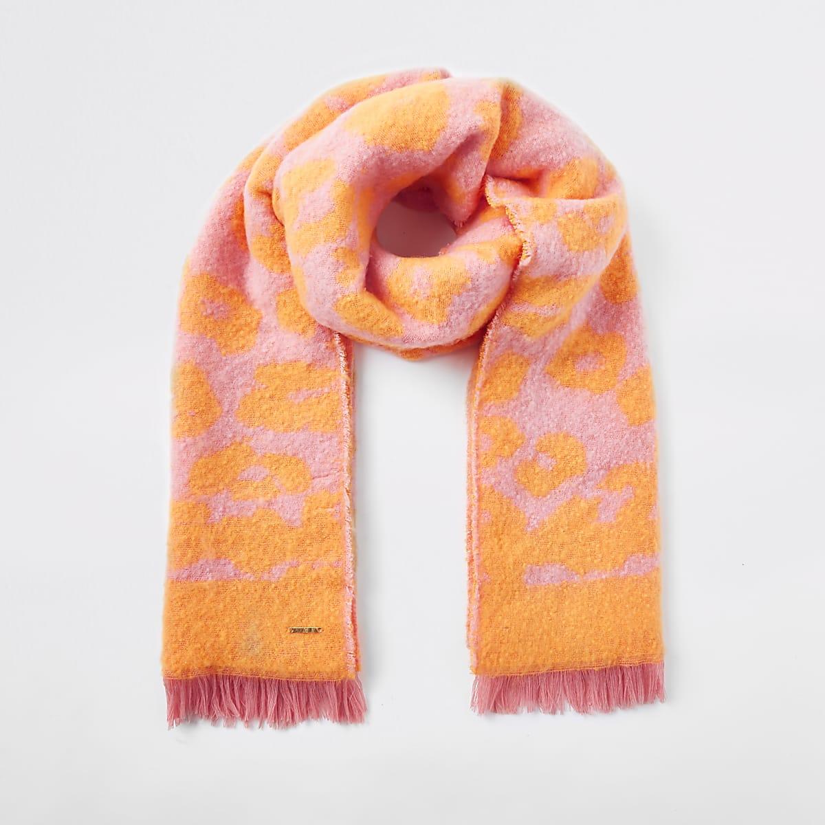 Sjaal in oranje en koraalrood met luipaardprint