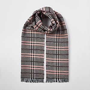 Roze bouclé geruit sjaal