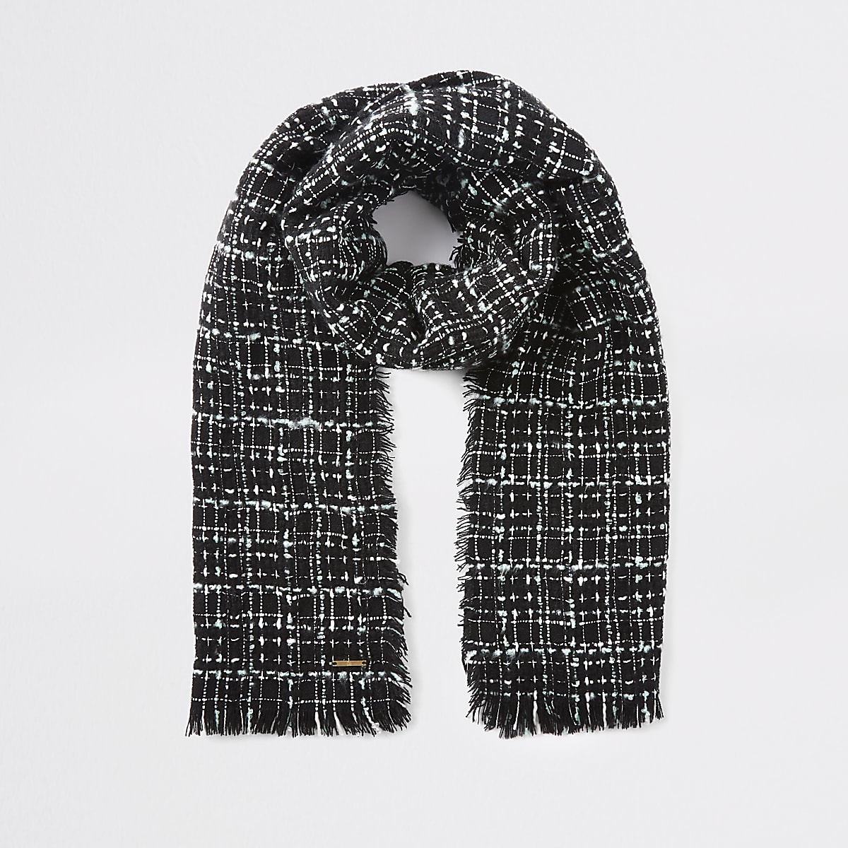 Schwarzer Schal mit Karos