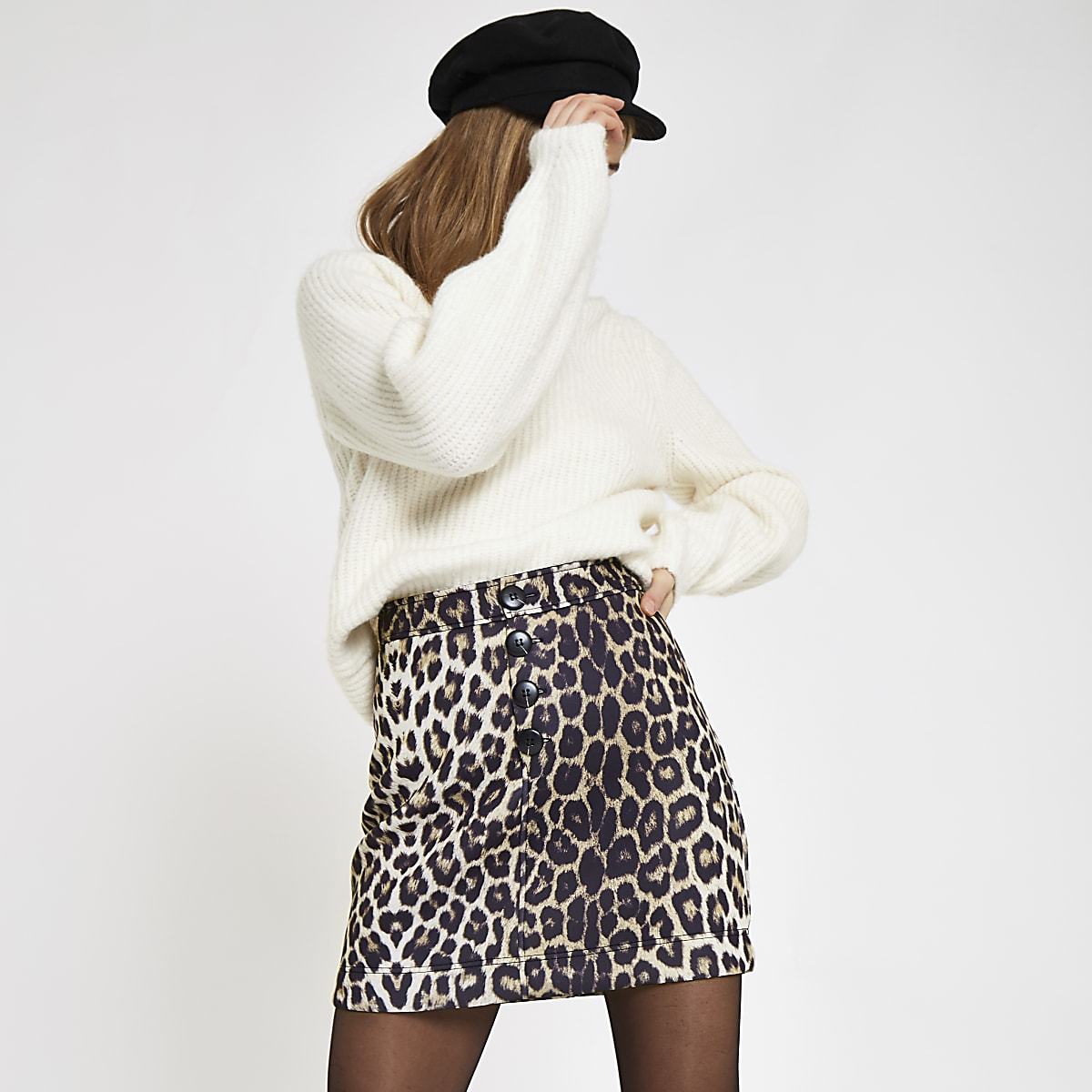 Beiger Minirock mit Leopardenprint
