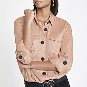 Roze shacket met knopen voor