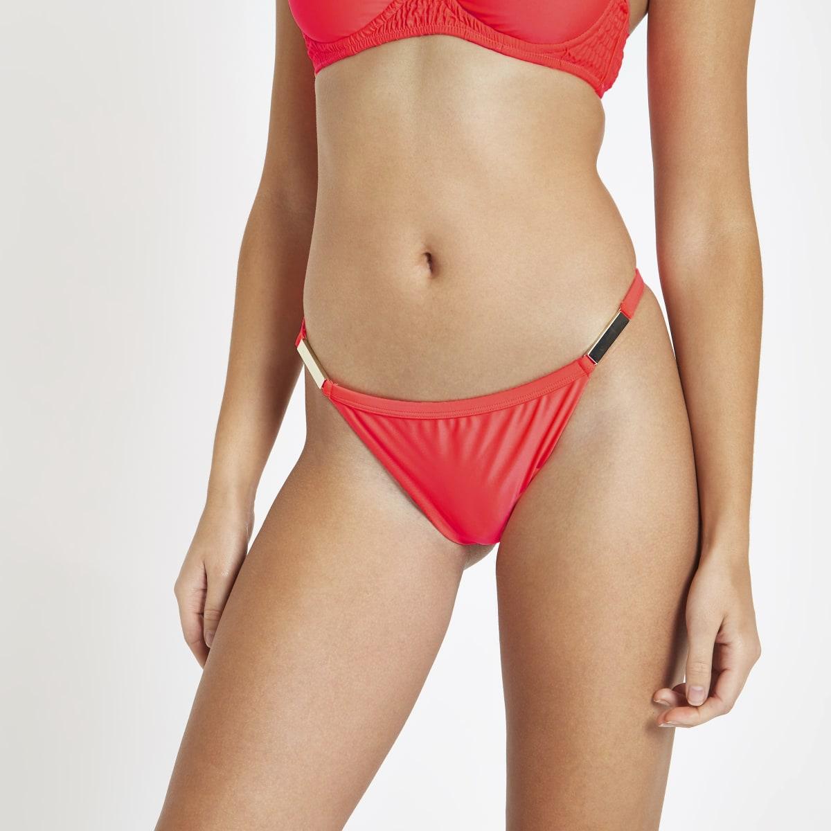 Felkoraalrood hoog opgesneden bikinibroekje