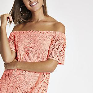 Robe Bardot trapèze en dentelle corail