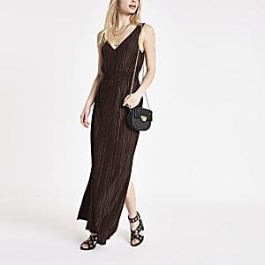 Robe longue plissée marron