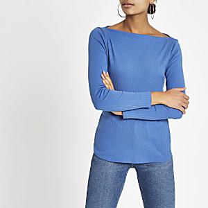 Blauwe geribbelde top met boothals en lange mouwen