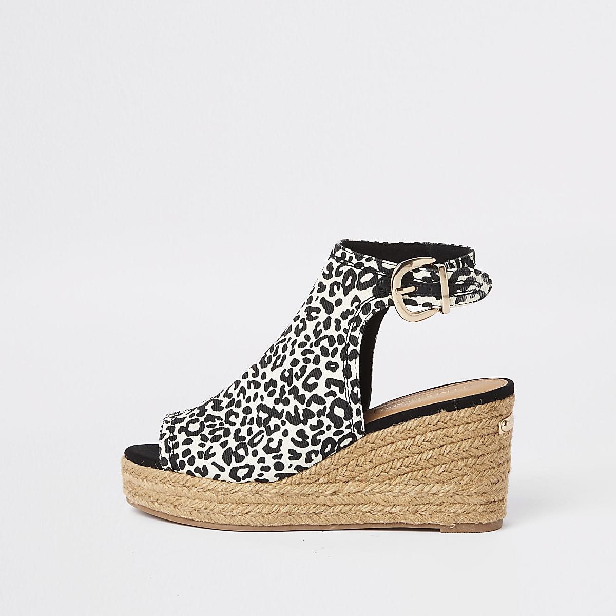 Sandales compensées imprimé léopard marron